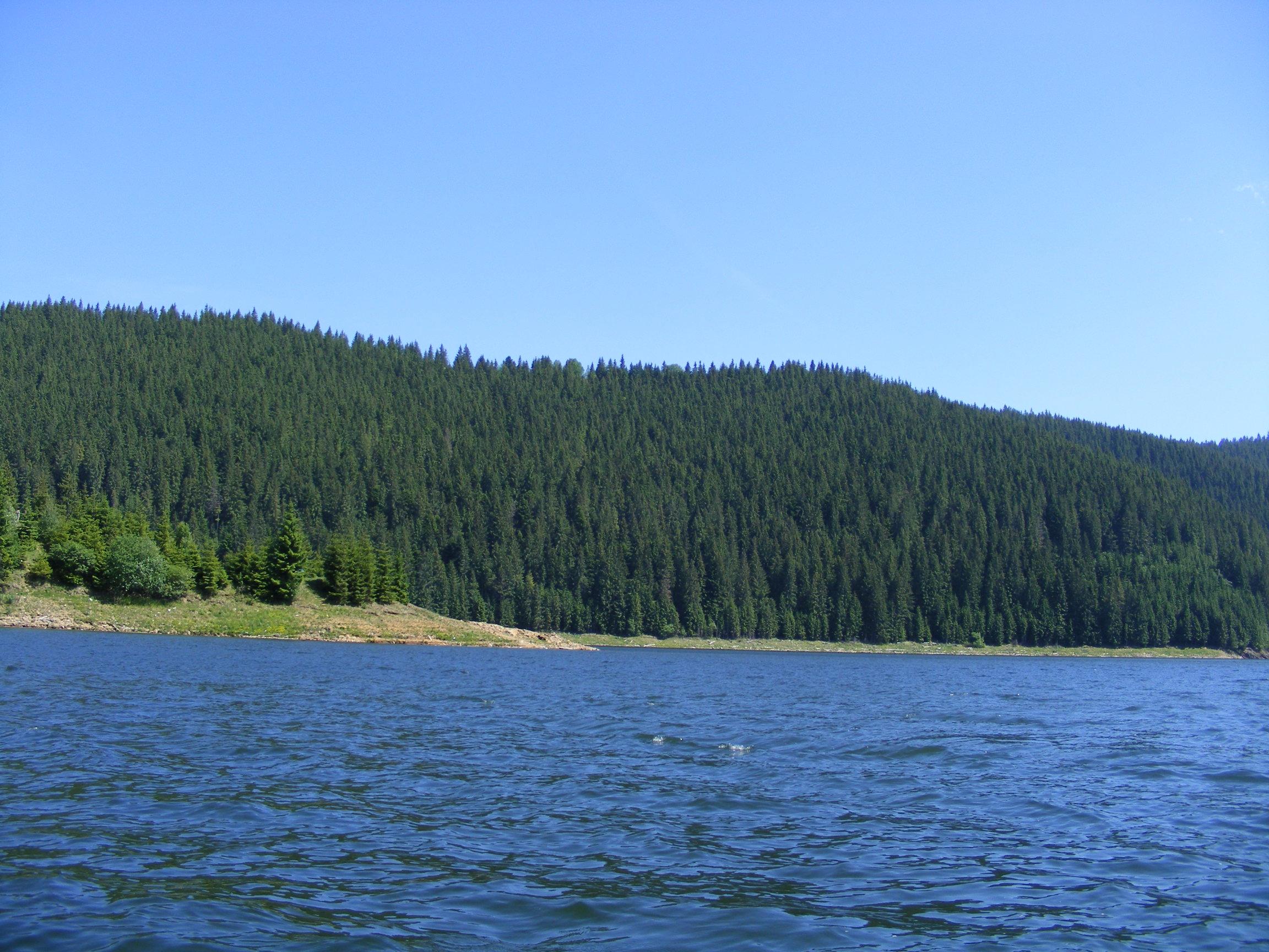 Statiunea si Lacul Belis