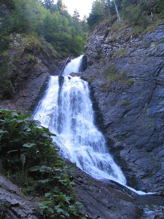 Cascada Valul Miresei si povestea ei fermecatoare
