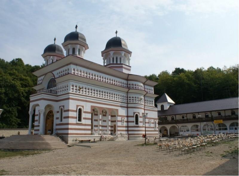 Manastirea Acoperamantul Maicii Domnului din Floresti