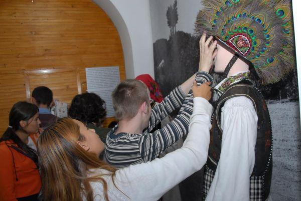 12 noiembrie Expoziţia tactilă Atinge şi înţelege