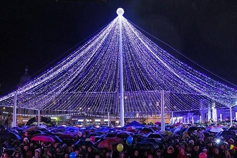 Peste 2500 de decorațiuni vor împodobi orașul de Crăciun