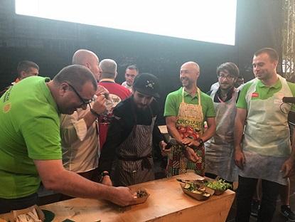 Campionii de la raliu s-au întrecut la un concurs de gătit jurizat de chef Foa
